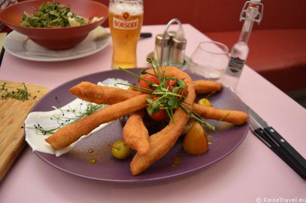 Im Mester Restaurant und deren Konditorei in Marcali (Bezirkshautstadt von Balatonkeresztur) findet der Gast zahlreiche Köstlichkeiten