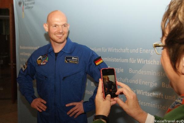 Dr. Alexander Gerst, geboren 1976 im hohenlohischen Künzelsau, erforschte als Geophysiker die Vulkangebiete der Erde, bevor er 2009 unter rund 8.400 Mitbewerbern für das europäische Astronautenprogramm ausgewählt wurde