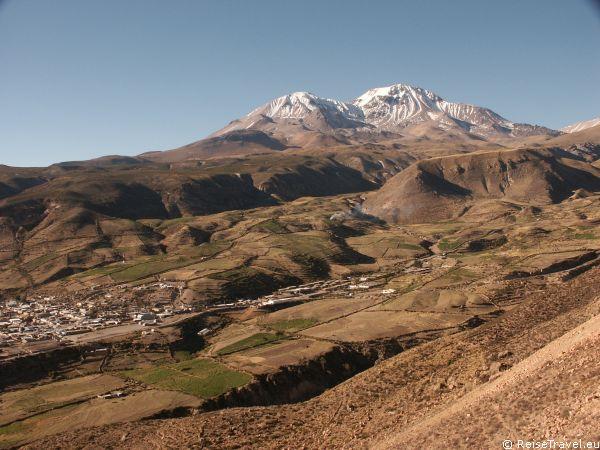 Hoch oben, in Chiles Norden, an der Grenze zu Bolivien und Peru, sind die Berge bis zu 5.000 Meter hoch